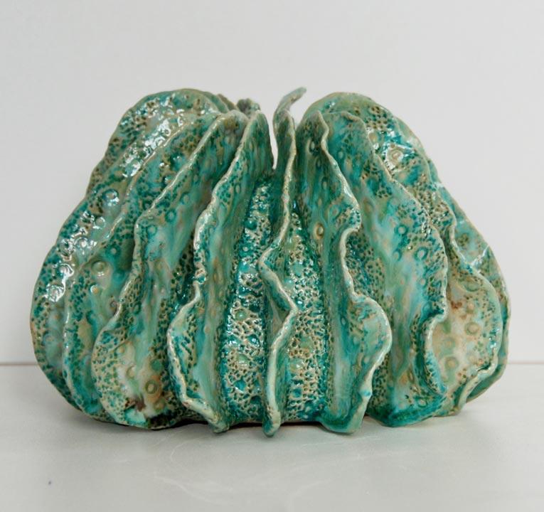 Petit vase grès blanc ailettes aquatiques - Modelage - Claude Agier-Mollinari